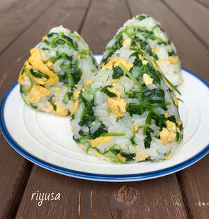 【再生栽培で節約】卵と豆苗のマヨ醤油おにぎり