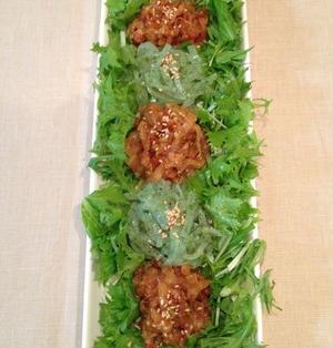 刺身こんにゃくと白菜キムチのサラダ 〜 タンピョンチェ風。