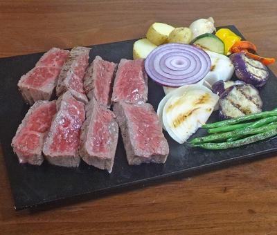 旨みたっぷり!めちゃジューシー!牛肉赤身ステーキの焼き方