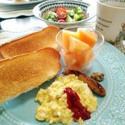 パン続きですが。チーズスクランブルエッグで朝ごはん と 春よ来い