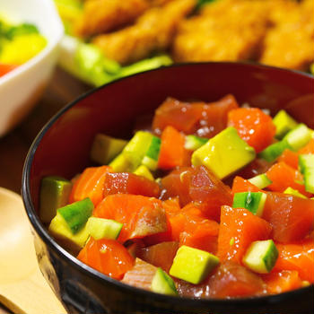 マグロ・サーモン・アボカドの海鮮漬け丼&チキンカツ