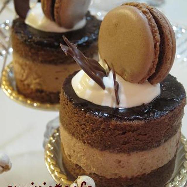 ムースとマカロンのチョコケーキ