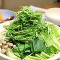 野菜どっさり「草鍋」。しめは牛しゃぶ。