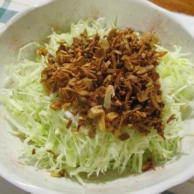 バリバリ食べちゃうキャベツとにんにくのサラダです
