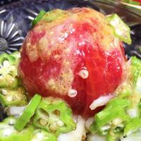 <丸ごとトマトとオクラの粒マスタードドレッシングサラダ>