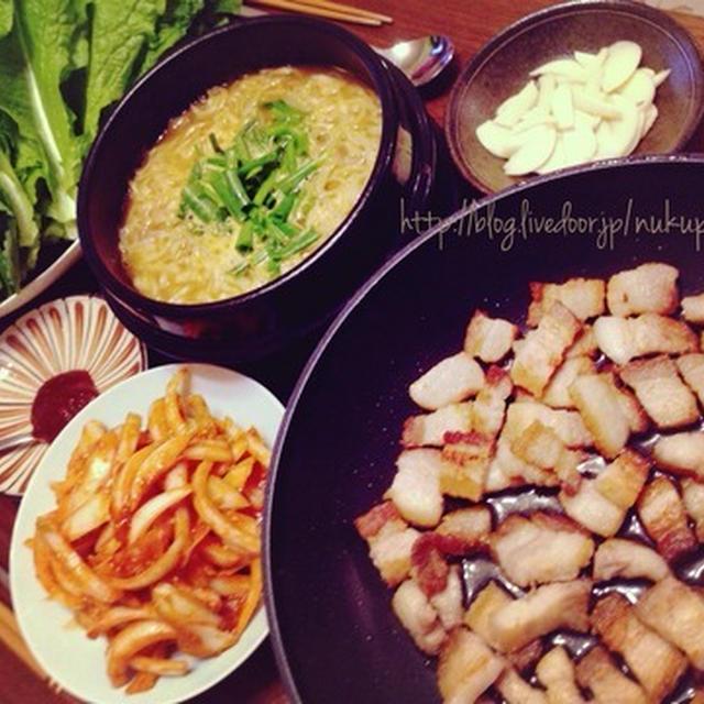マルちゃん正麺「味噌味」味噌チゲ風ラーメンスープとフライパンサーブでサムギョプサル♪