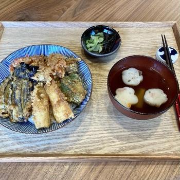 【献立】天丼、自家製昆布の佃煮、からし菜のお漬物、たけのことお麩のお吸い物