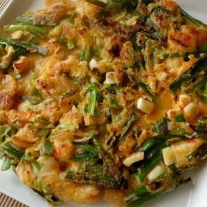 もちもち食感で食べごたえあり!おつまみにオススメの「キムチチヂミ」レシピ