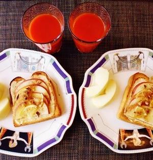 必然と遅れ気味に・・・りんごとクリームチーズのメイプルシロップトースト♪