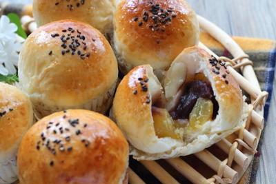 栗と白玉団子が入った贅沢なあんパン