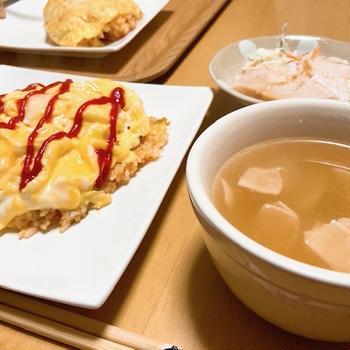炊飯器オムライスと、次男坊と作った豆腐ハンバーグ。