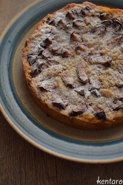秋告げる プルーン載せた 焼きケーキ