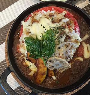 カレーリメイク~トマトにクミンライスを詰めて焼きカレー~♪♪