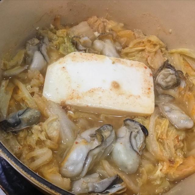 牡蠣の味噌+キムチ鍋*寒い日に温まるお鍋