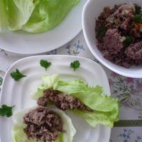 クミン風味のひき肉レタス巻