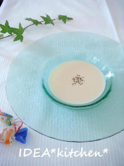 ★豆腐とアンチョビのビシソワーズ(冷製スープ)**新入りのガラス食器