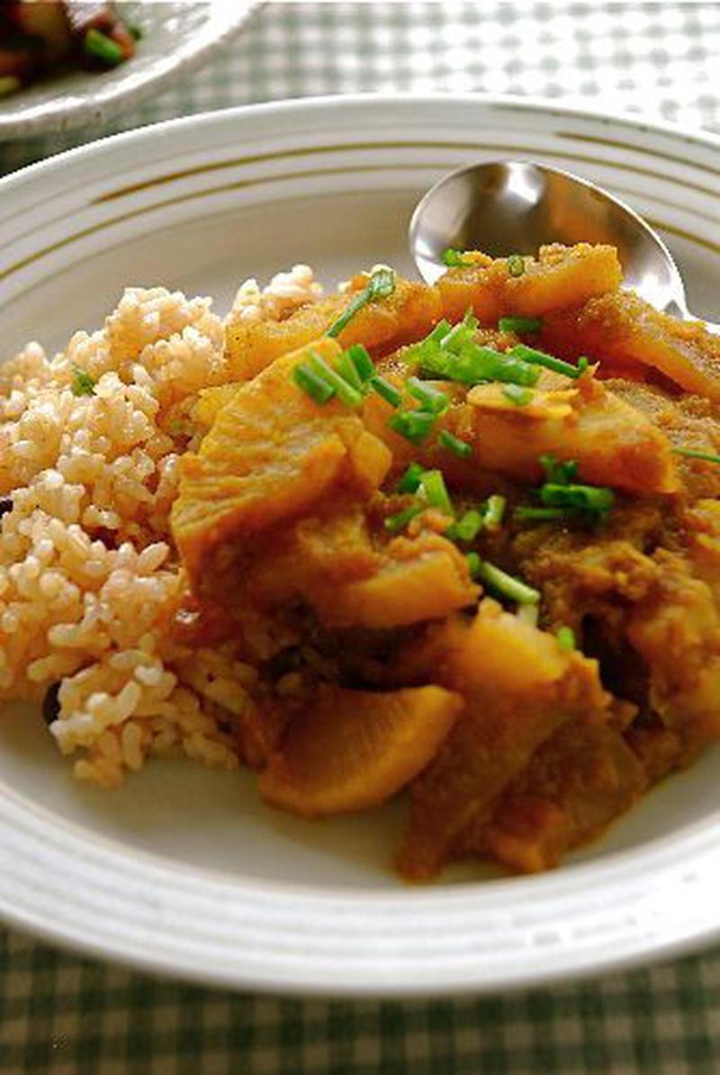 ■大根だけのお醤油カレー<br><br>食べやすく切っただいこんを大根おろしで煮、しょうゆとカレー粉...