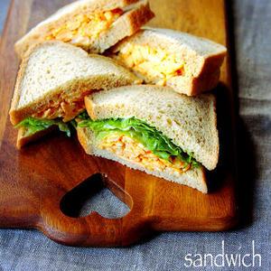 朝ごはんやランチにいかが?「炒り卵サンド」が手軽に作れて便利です♪