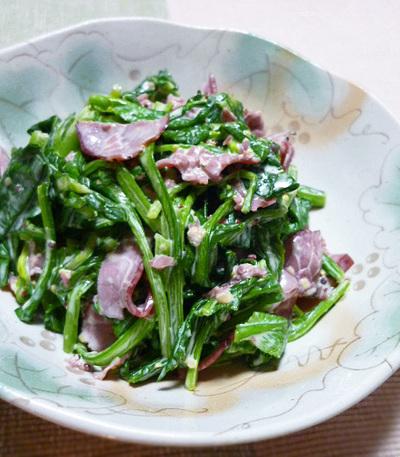 青菜とパストラミの温サラダ
