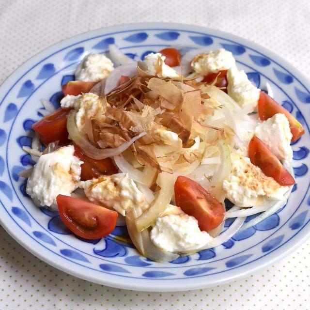 新玉ねぎとモッツァレラチーズの和風サラダ(レシピあり)
