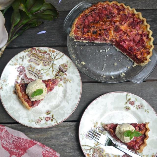 Strawberry Rhubarb Custard Pie 苺とルバーブのカスタードパイ