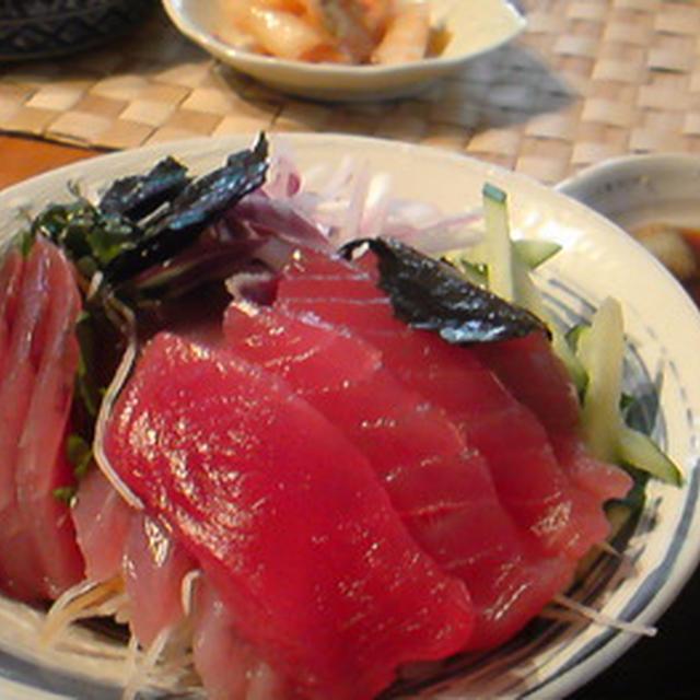 マグロとカツオの海鮮丼。