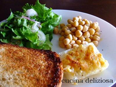 紅茶酵母のトースト、冷やしうどん、厚揚げとトマトのカレーとおやつ♪