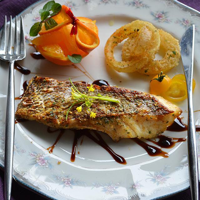 まぶしてフライパンで焼くだけ! 胃袋掴む 鯛のハーブ焼きのワンプレート朝ごはん
