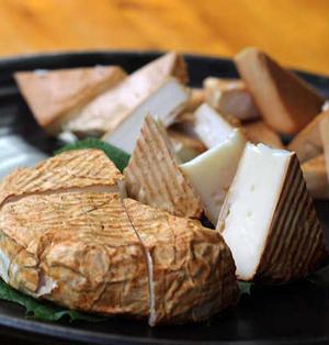 カマンベールとクリームチーズの燻製