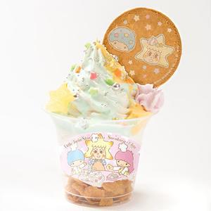こちらはキキとソラカラちゃんをモチーフにしたソフトクリーム♪<br><br>ブルーキュラソーシロップ...