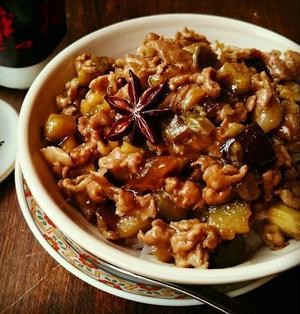 台湾の味♪豚こまと茄子であっという間に魯肉飯風♪