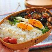 時短で2品弁当「ピーマンの巣ごもり卵 & マーボーなす」の中華弁当