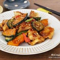 お酢パワーで元気回復♡黄金比で確認いらず♡鶏肉と夏野菜の甘酢炒め♡