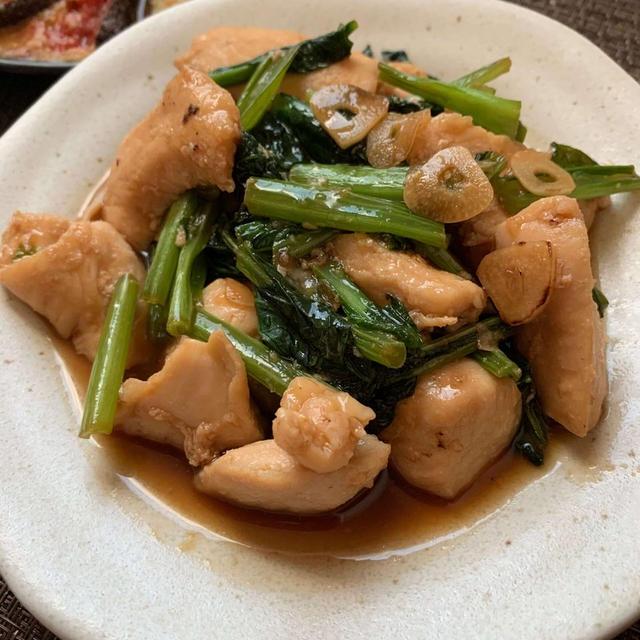 味濃いめでごはんが進む!鶏むね肉と小松菜のにんにく醤油炒め