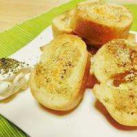 パラッと旨炒めペーストで作る「ガーリックトースト」