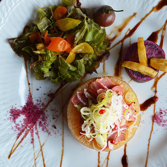 デビルタン燻製と大根の煮込み カレーンコンとサラダ  豊菜JIKAN×Noritakeプレート