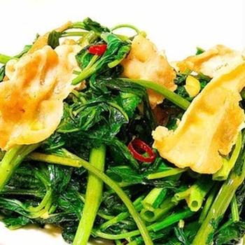 空芯菜と豚バラのエスニックカレー炒め・空芯菜アレンジレシピ・ナンプラーの使い方