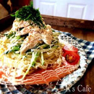 つるんと皮がむけて便利!「冷凍トマト」を使った夏の麺レシピ