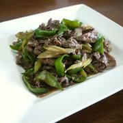 【簡単レシピ】牛肉のピーマンと長葱のニンニク醤油炒め♪