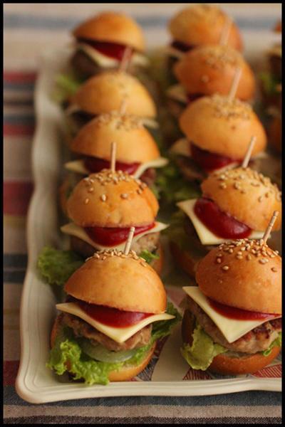 クリスマスに忘年会!持ち寄りにおすすめなミニハンバーガー