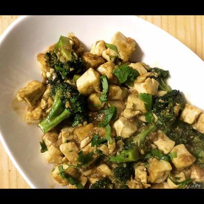 豆腐とブロッコリーのセサミジンジャーソテー