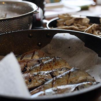 焼き魚の新常識?!クッキングシートとフライパンならサックリ焼けます