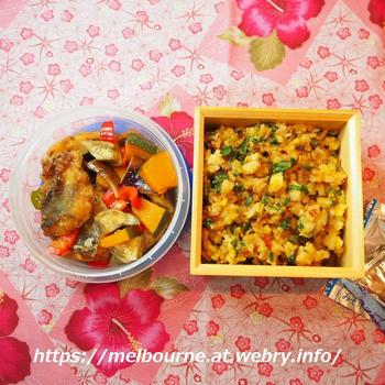 関西風の青ネギでネギ炒飯と鯵の揚げ浸しお弁当