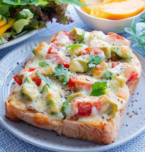 お肌ぷるんぷるん♡アボカドとトマトツナのチーズトースト(〃∇〃)♪