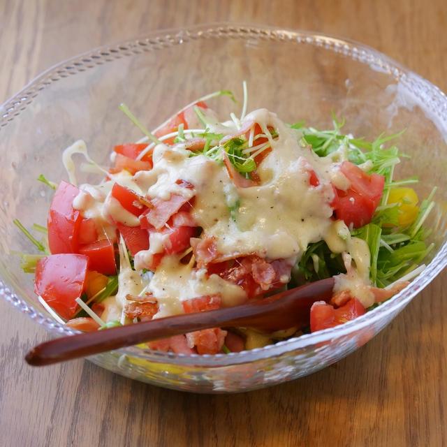 レンジで簡単チーズソース!カリカリベーコンのサラダの作り方