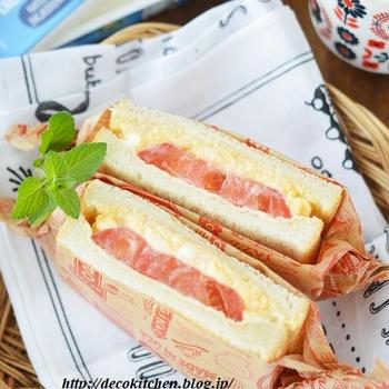 クリームチーズ入りふわふわ卵とフレッシュトマトのサンドイッチ
