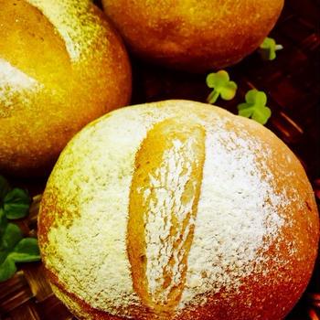シンプルだけど気に入っている全粒粉のまるパンと今日のまるさん