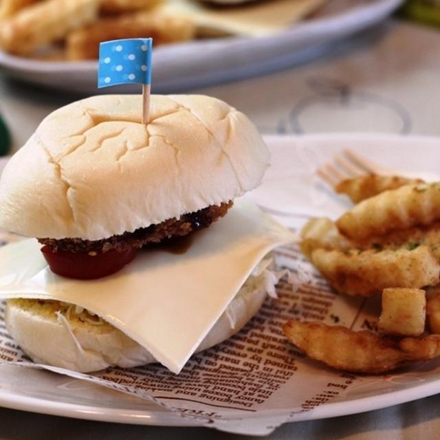魚肉ソーセージでつくるハムカツバーガー
