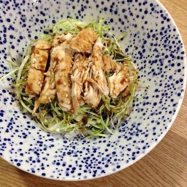 茹で鶏にハマる 「茹で鶏の甘辛ニンニク丼」