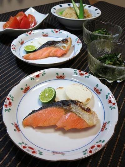 食べてひんやり、目に涼し♪ワカメと夏薬味野菜のおひたし。